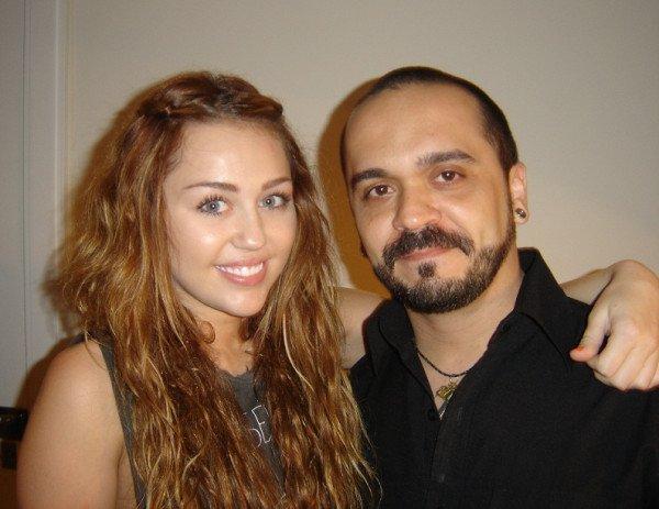 15.05.11 Miley se fait tatouer, Sao Paulo + new tweets