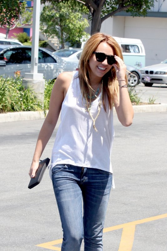 13.07.2011 Miley à Culver City