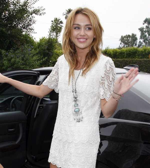 14.08.2011 Miley se rend à une house party