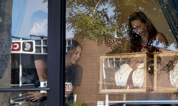 20.08.2011 Miley & Liam font du shopping chez LTH Studio, Los Angeles