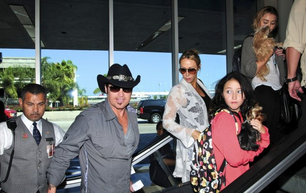 27.09.2011 Miley à l'aéroport LAX
