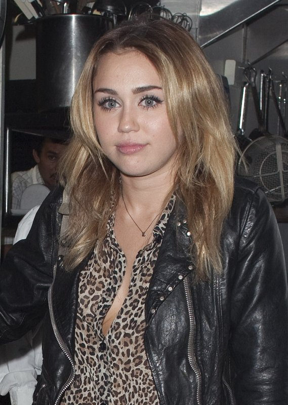 27.10.2011 Miley au club Little Door pour l'anniversaire de Kelly Osbourne