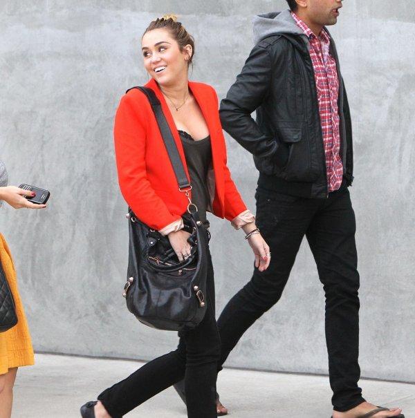 11.11.2011 Miley fait du shopping chez Maxfieds