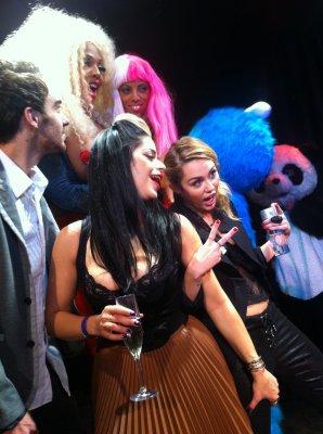 22.11.2011 - Miley Fête ses 19 ans au Beach Madhouse Club au Roosevelt Hotel