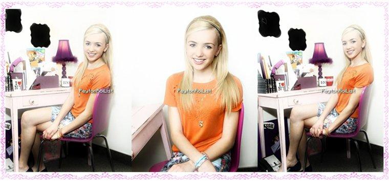 08/03/13 : Peyton List prenant la pose dans la salle de maquillage de « Jessie ».