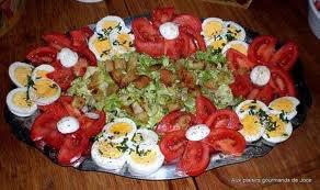 salade de tomates , oeufs