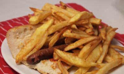 saucisses frites