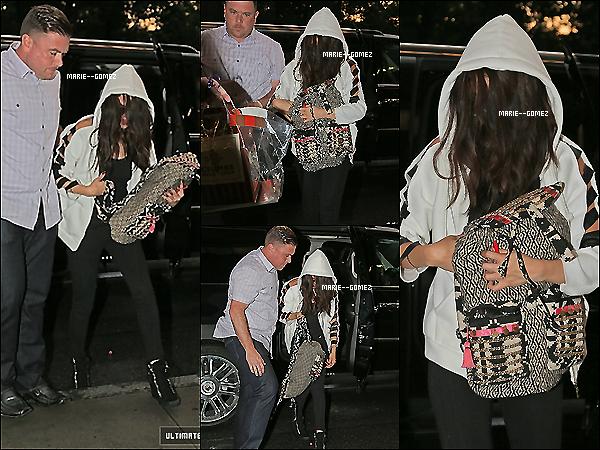 . 24 juillet 2013 :  Selena arrivant a son hotel dans  NYC vos avis sur sa tenue ! ..