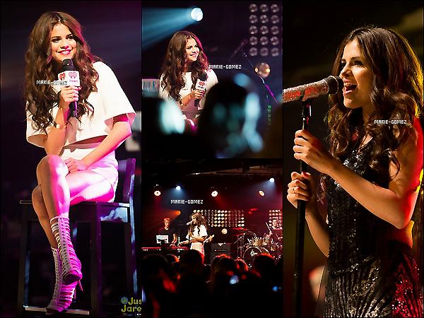 .  27 juillet 2013 :  Selena profitant du soleil appérçue  en sortie avec sa famille dans  Los Angeles ..