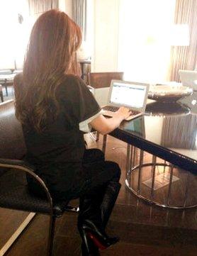 Le 04 Février, Victoria Beckham était en Tchat sur Facebook avec ELLE UK pour parler avec des fans !