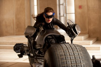 BATMAN: THE DARK KNIGHT RISES - CATWOMAN FIRST LOOK