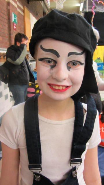la petite fée costumée pour son spectacle de cirque  2012