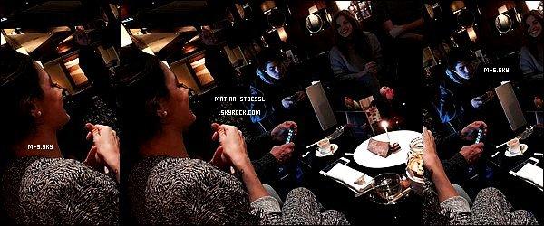 .  21/03/15 - Martina Tini Stoessel à fêté son anniversaire en compagnie de sa famille et ses ami(e)s ! Pour ses 18 ans, Tini était à Genève en Suisse avec ses proches. Contrairement à l'année dernière, une seule photo est sortie. Ton avis ? .