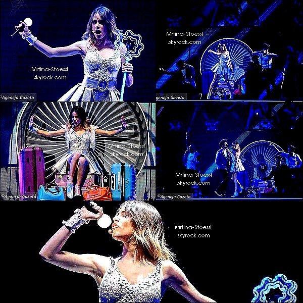 . 29/03/15 - Tini Stoessel a donnée un concert à Lodz, en Pologne, dans le cadre du #ViolettaLive en Europe ! Ce concert annonçait la fin de la 1ère partie de la tournée européenne. Martina est désormais en Argentine et reviendra en septembre ! .
