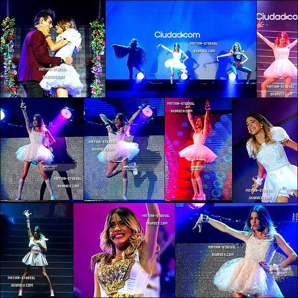 . 17, 18 et 19 avril 2015 : Martina ainsi que la troupe performaient dans le stade de Tecnopolis à Buenos Aires, en Argentine. Après des vacances bien méritées, la troupe repart mais sans Ruggero P. De nouvelles chansons sont apparues comme MasQueDos, CrecimosJuntos. .