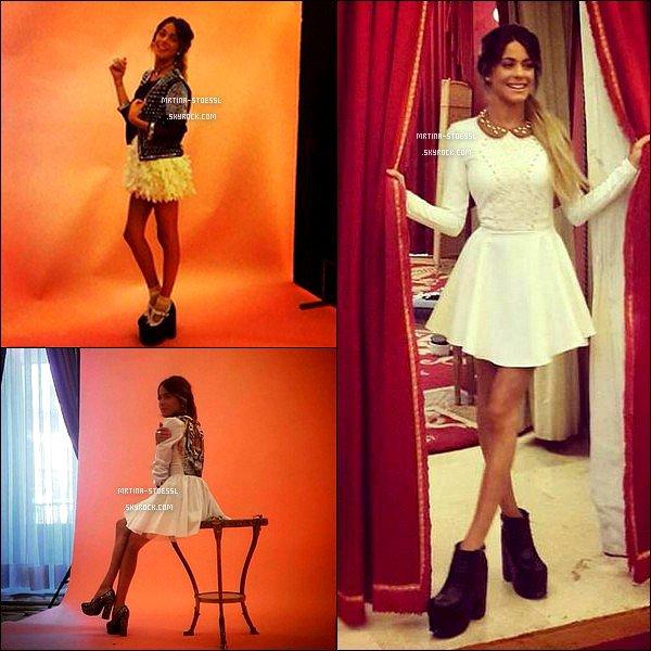 """. Fin avril 2015 : De nouvelles photos des backstages du photoshoot pour le magazine espagnol """"S Moda"""" sont apparues. Le shoot datant de janvier, étais prévu pour le numéro du mois de mars. Comment trouves-tu Martina sur ces clichés ? Pour voir le shoot, c'est ici. ."""