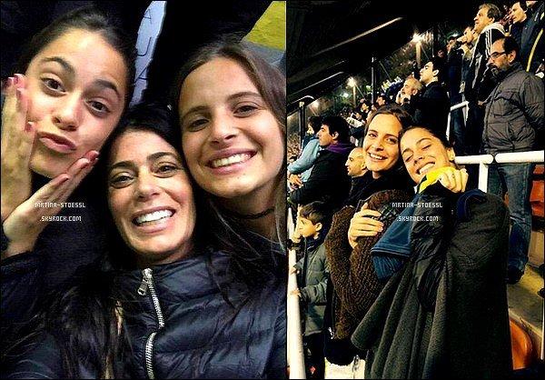 . 3 mai 2015 : Martina, Mariana et son amie Caro sont allées dans un stade pour une fête de la marque de voiture : Citroën. Lors de cette fête, Tini a rencontrée Pampita Ardorhain, une personnalité très connue en Argentine. Les photos sont issues du réseau social Twitter. .