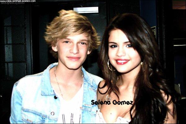 26 avr. Cody a rencontré Selena Gomez à Philladelphie dans les coulisses de la radio Q102. Ils seront également ensemble le 14 mai prochain au « Wango Tango » de Los Angeles pour un concert.