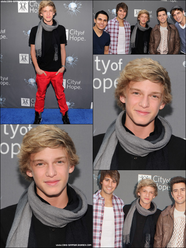 11 mai. Cody pose au coté du groupe Big Time Rush à l'évènement « City Of Hope ».