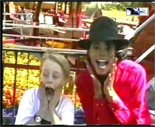 """Coucou tu veux voir tout les moments funs que Michael jackson a passé """"in french"""" ! (rare)"""