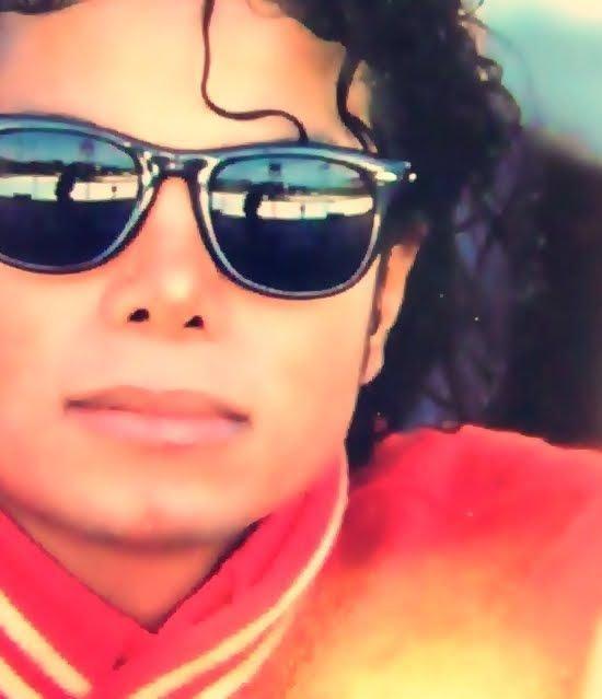 Et toi dit moi tout ce que tu pense de Michael :3