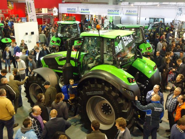 Pour les amateurs de Deutz ( agribex 2013 ) photo prise du Bar !