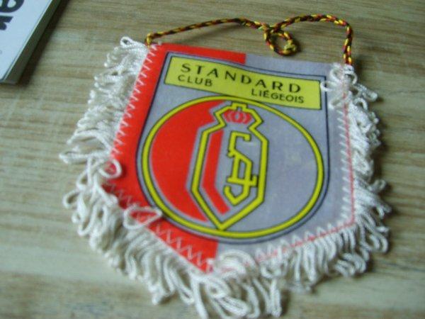 Ancien fanion Standard Club Liegeois en parfait etat