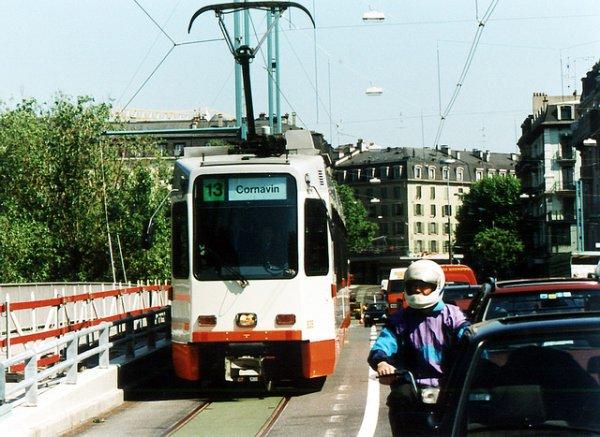 4000 signatures pour le retour du tram 13