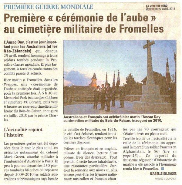 """Première """"cérémonie de l'aube"""" au cimetière militaire de Fromelles"""