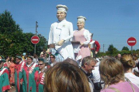 Quand monsieur et madame Tartaprônes de Pérenchies accueillent leurs amis géants