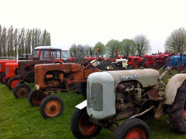 Malgré la pluie, c'est la fête du printemps à Beaucamps-Ligny organisée par Tracteurs en Weppes