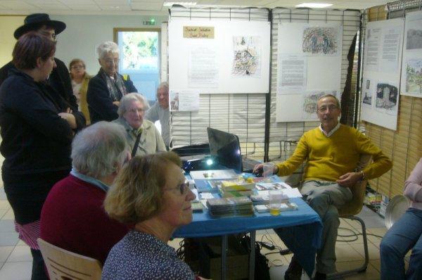 Forum des Weppes 2012 à Marquillies : le syndicat d'initiative de Saint-André improvise une conférence sur son stand