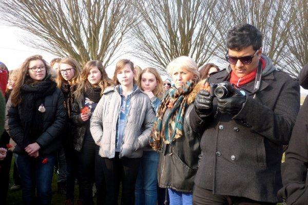 Les élèves de 4ème européenne du collège Notre-Dame de La Bassée et ceux d'un collège de Melbourne en Australie ont visité ensemble, ce mercredi 3 avril, le champ de bataille de Fromelles (reportage de notre présidente Chantal Dhennin) (5/12)