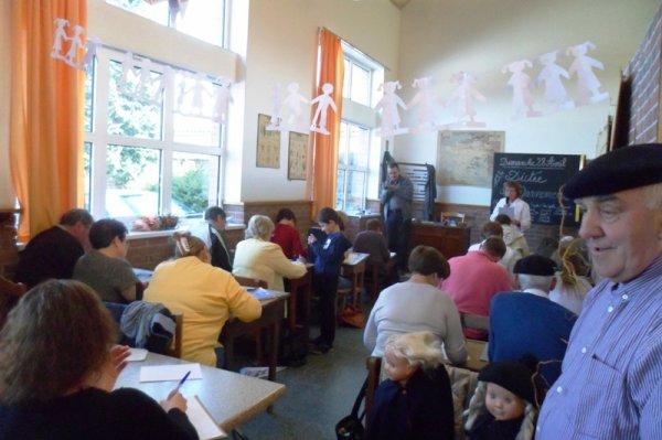 A Wez-Macquart, on est venu en famille visiter l'exposition sur l'école (3/3)