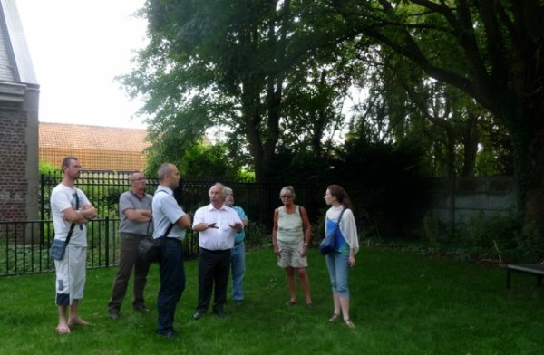 Les associations Ravisse min coin, Bien vivre à Salomé et Weppes en Flandre au chevet de la chapelle des comtes d'Hespel à Salomé