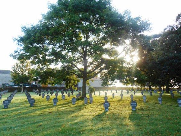 L'association 14-18 au cimetière militaire allemand de Wicres