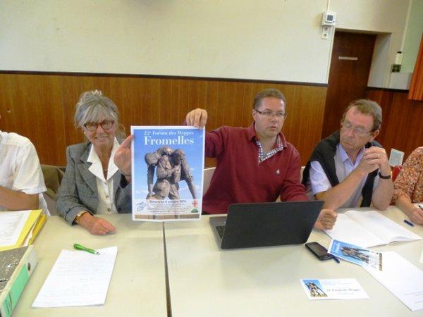 Compte-rendu, par la présidente Chantal Dhennin, de la dernière réunion de préparation qui s'est tenue ce lunidi 1er septembre à Fromelles, en vue du prochain Forum des Weppes qui aura lieu ce dimanche 5 octobre et est organisé conjointement par la commune de Fromelles et l'association Weppes en Flandre