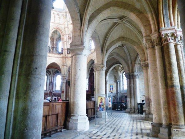 Le Comité régional picard continue son périple à Noyon par la visite de la cathédrale