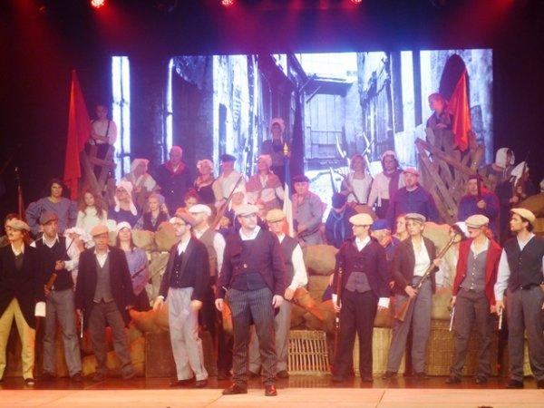 Le temps d'un week-end, l'Office municipal de la Culture et des Loisirs de Pérenchies a rejoué les Misérables de Victor Hugo