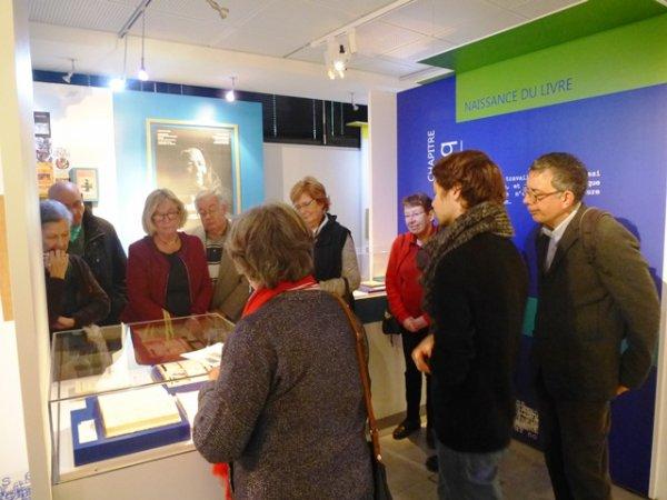 Weppes en Flandre et ses amis de la châtellenie de Lille visitent l'exposition Marguerite Yourcenar aux Archives départementales du Nord