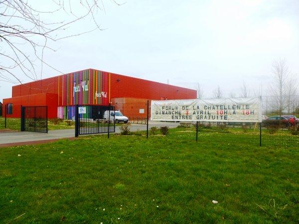 Les exposants du forum de la châtellenie de Lille préparent leurs stands pour demain dimanche