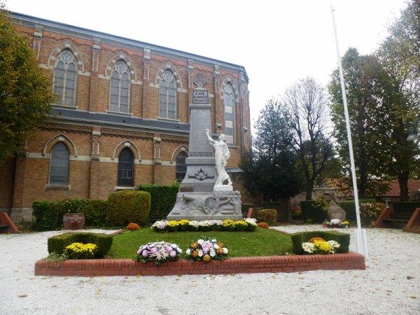 A l'occasion de ce 11 novembre, la commission histoire et patrimoine de la municipalité d'Herlies et l'association Herlies'storique ont commémoré le 90ème anniversaire de l'inauguration du monument aux morts de la commune