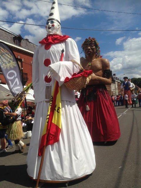 Les géants de Pérenchies ont participé au cortège carnavalesque du Quesnoy ce 6 août