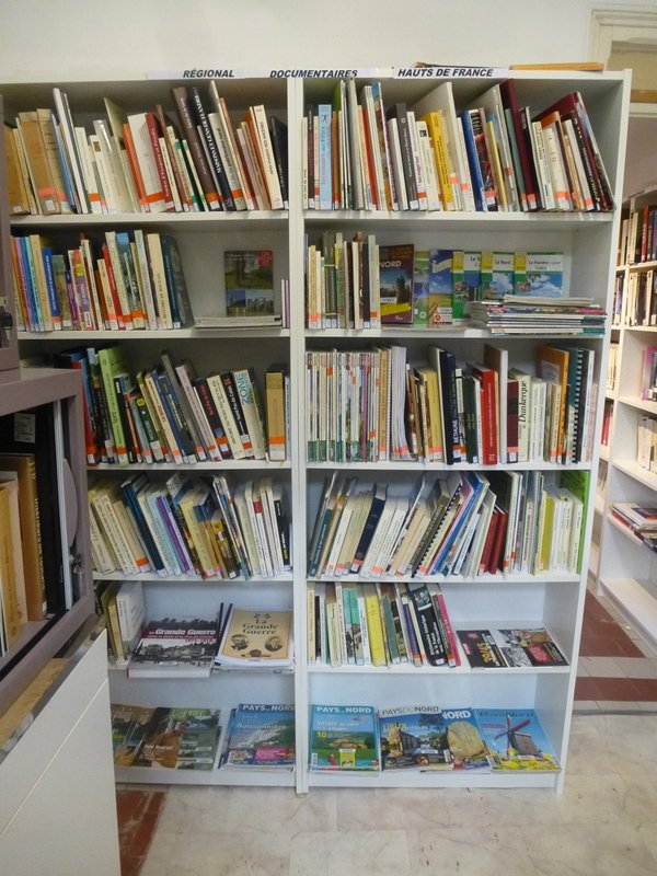 La bibliothèque de Weppes en Flandre est hébergée par la médiathèque d'Escobecques