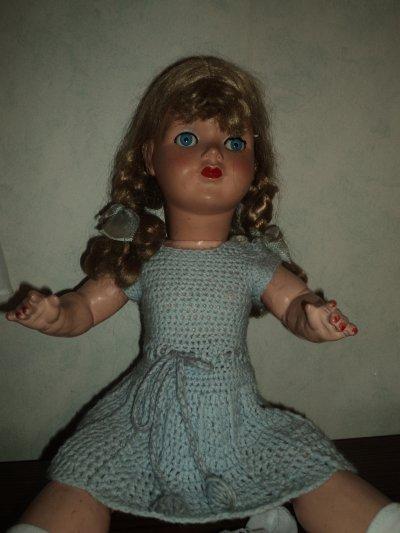 tres jolie  petite  poupée