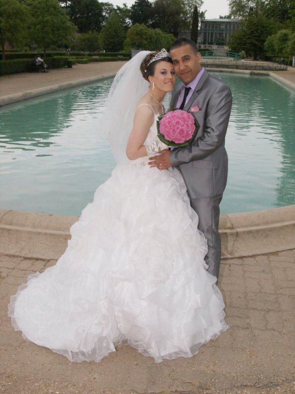 nous voici le  jour de notre mariage le 19 mai 2012