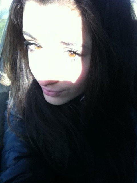 Ma peau devient de plus en plus blanche ! Help! (M) Ps:oui c'est ma vrai couleur de yeux :) tu kiff biiatchh (l)