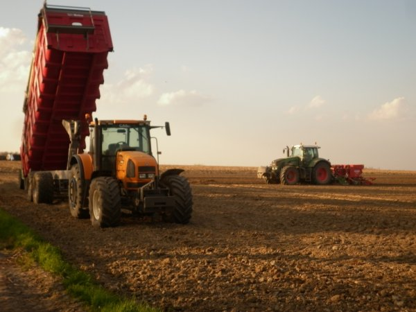 Plantation pomme de terres 2013: Fendt Vario 924 et Renault Ares RZ 816