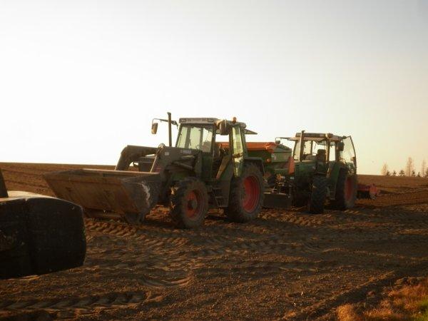 Dans les champs: duo de Fendt: Farmer 312 et Favorit 512