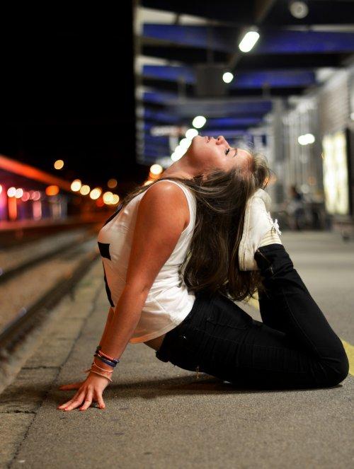 Et je pense à toi. Quand je marche, quand je mange, quand je dors. Quoi que je fasse, c'est ton image qui fait irruption dans ma tête.